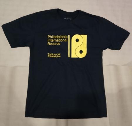 Camiseta Philadelphia International Records Preta com Estampa Amarela (GG)
